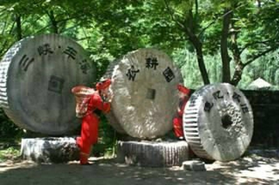 车溪旅游 车溪民俗博物馆 车溪水磨 车溪最有特色的就是遍布小河的大大小小的水车 车溪民俗旅游4006-0717-05