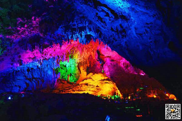 武陵峡风景区峡谷月亮洞 洞穴探险