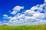 春季到百里荒草原踏青感受蓝天白云