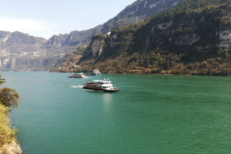宜昌乘船到西陵峡风光一日游(船去船回,两坝一峡山水峡谷)