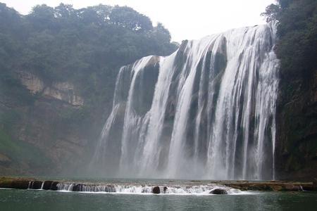 黄果树大瀑布、遵义、天河潭,青岩古镇,花溪双飞4晚5日游