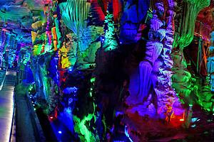 天上王城 地下大峡谷 萤火虫水洞二日游
