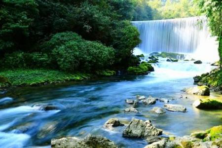 黄果树大瀑布、西江千户苗寨、双龙镇双飞5日游