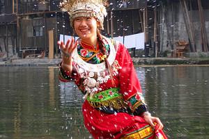 武汉-凤凰古城、沱江泛舟纯玩火车三日游(赠送晚会)