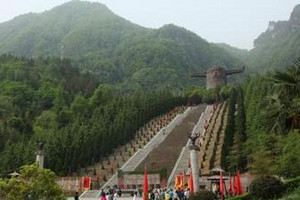 武汉出发到武当山、神农架精华四日游 湖北著名旅游景点