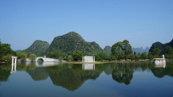 阳朔出发前往游览大桂林旅游圈的一颗璀烂明珠-【银子岩】风景区(约20