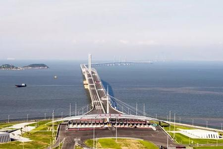 8月:港珠澳大桥-港澳纯玩动车往返五日游