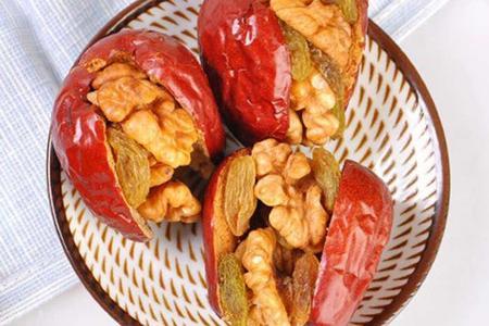 红枣夹核桃仁葡萄干