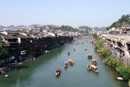 宜昌三峡、张家界、凤凰古城(赠送芙蓉镇+酉水画廊)双卧7日游