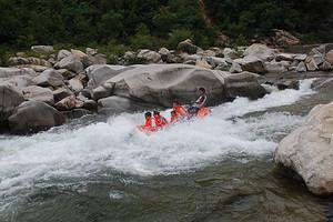 郑州到宝天曼峡谷漂流、云露山2日休闲游