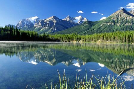 新疆-可可托海-禾木-喀纳斯-五彩滩天山天池卧去飞回14日游