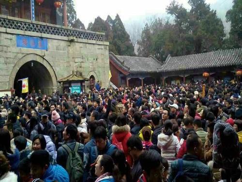 春节登泰山游客量再创历史新纪录2015年泰山旅游喜获开门红