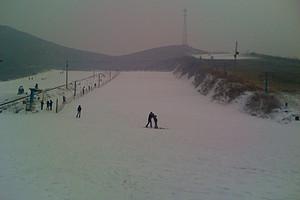 石家庄秦皇古道滑雪场一日游新