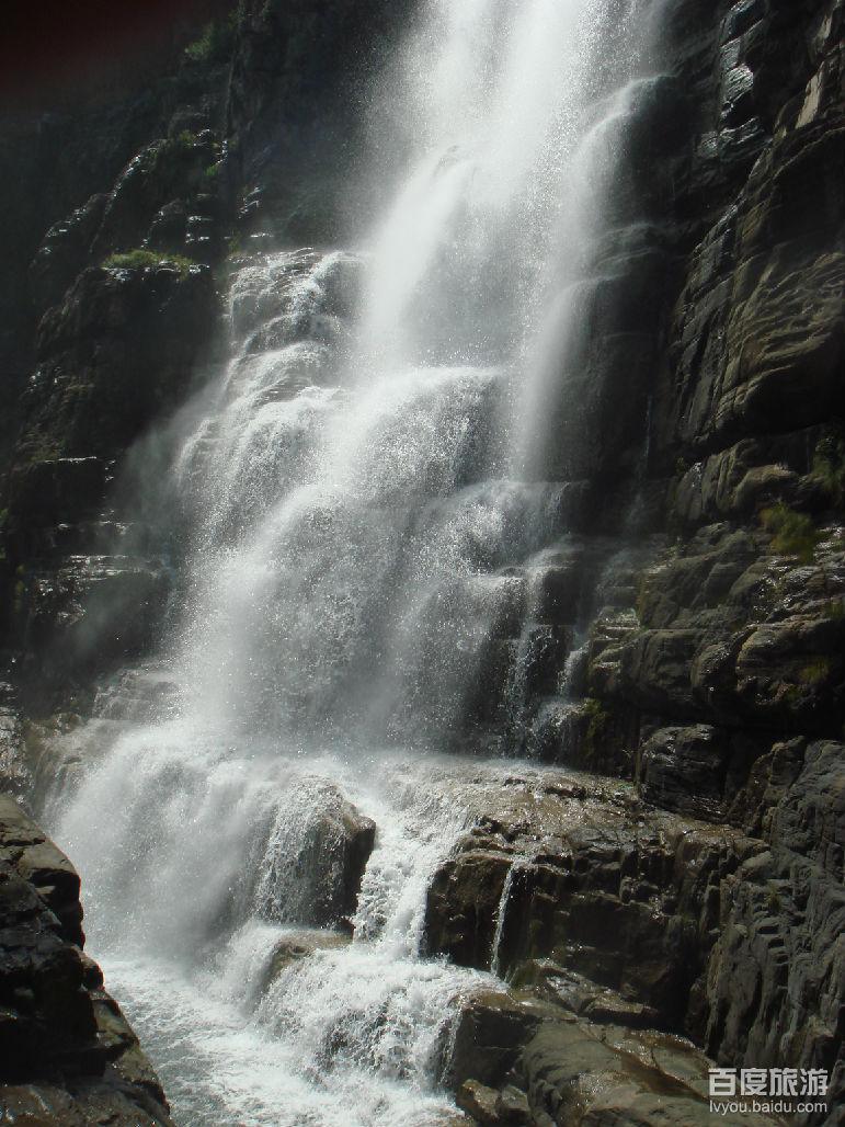 自然山水精品廊——红石峡(需2小时左右),游览一线天桥,黄龙瀑,黄龙潭