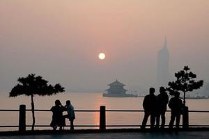 青岛海滨风景一日游 赠送道路交通博物馆