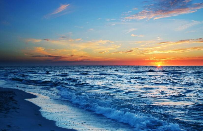 东线由海口起,经定安,琼海,万宁,陵水,到三亚东线里程243公里;西线由