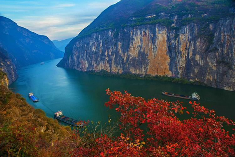 奇峰峭壁 三峡红叶