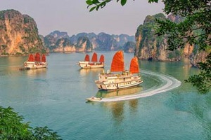 南宁到越南下龙湾、迷宫?#21024;场?#26376;亮湖、天堂岛纯玩三日游