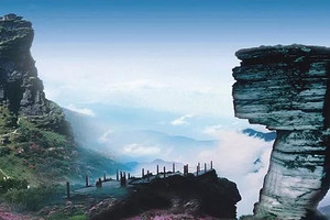 【8-9月】厦门到贵州黄果树瀑布/梵净山/镇远古城双飞6日