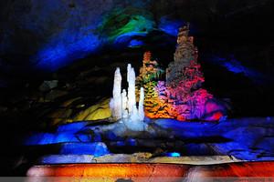 散客天天发:巴马百魔洞,百鸟岩,长寿村,水晶宫二日游
