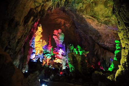 散客天天发:巴马百魔洞,百鸟岩,长寿村二日游