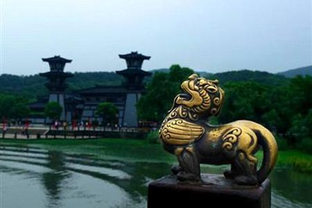 [无锡一日游]<蠡湖公园-三国城-坐古战船>