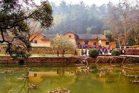 玻璃桥、天门山、黄龙洞、张家界歌舞晚会、凤凰古城