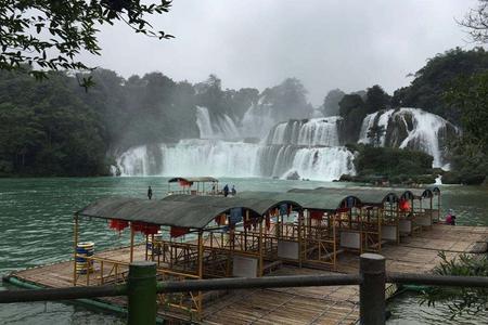 白頭葉猴生態園、花山巖畫、友誼關、德天瀑布、通靈大峽谷3日游