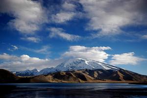 库尔勒、库车、沙雅胡杨林、阿拉尔、和田、卡湖、喀什南疆7日