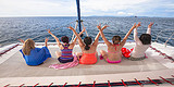 泰国普吉岛7天6晚游,赏析人妖歌舞表演、双体帆船海