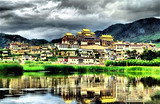 云南昆明+石林+丽江+香格里拉+泸沽湖+大理10日跟团游