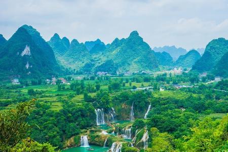 【长寿之旅】 南宁、巴马、百魔洞、长寿村、百鸟岩双飞6日游