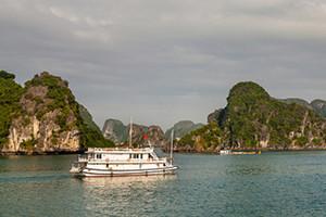 南宁到越南下龙湾、迷宫仙境、天堂岛、月亮湖、河内四日游品质团