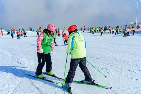 滑雪就去百里荒-宜昌百里荒滑雪一日游