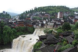 张家界天门山(玻璃栈道)、大峡谷玻璃桥、凤凰古城双卧5日游