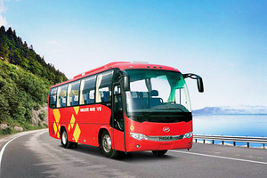 大金龙 30座含司机 旅游包车会议用车私人定制