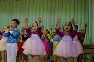 朝鲜旅游价格之朝鲜新义州一日游_朝鲜金日成主席铜像旅游