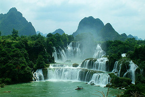 南宁到德天瀑布、通灵大峡谷二日游